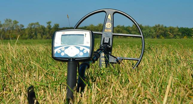 X-Terra 705 metal detector on the grass